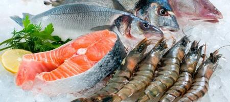 Ryby mrożone na talerzu