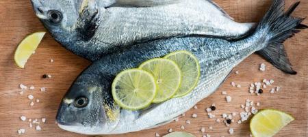 Ryby świeże na desce